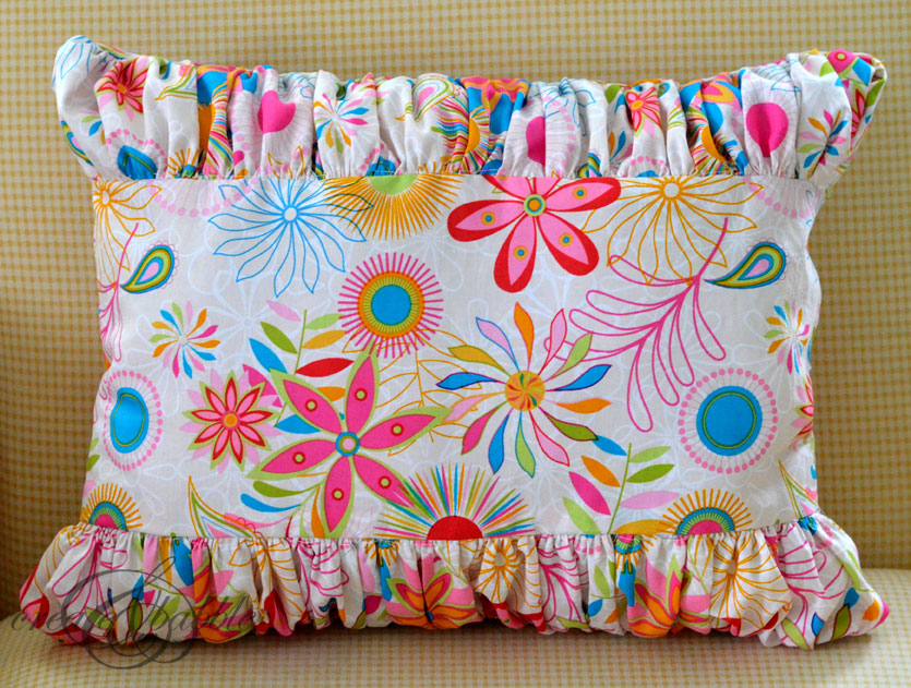 ruffled-pillow_createandbabble.com