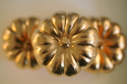 glossy gold painted pumpkins_cupcakesandcashmere
