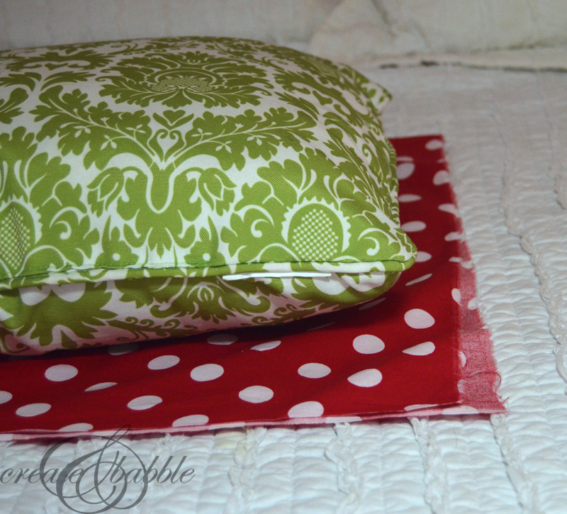 easy-sew-christmas-pillow-cover