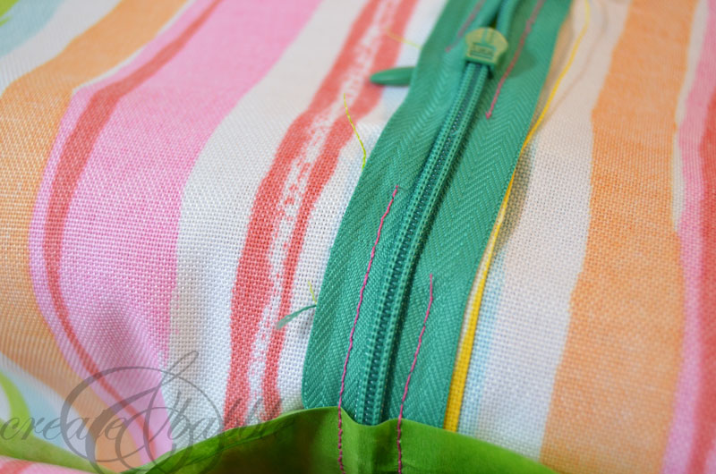 learn how to sew a zippered pillow cover