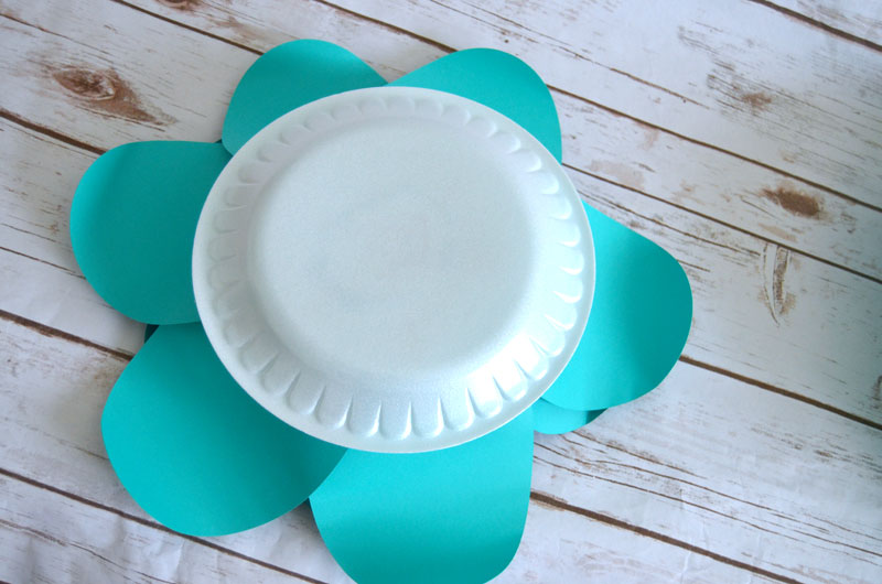 How to make huge paper flowers use hot glue to attached flower to paper plate for easy hanging mightylinksfo