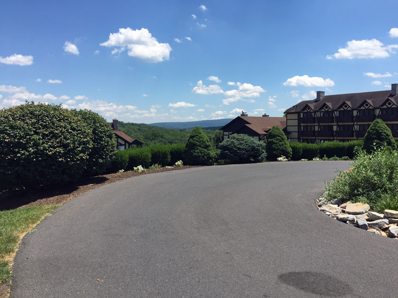 driveway-to-bavarian-inn