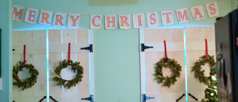 merry-christmas-banner-in-kitchen