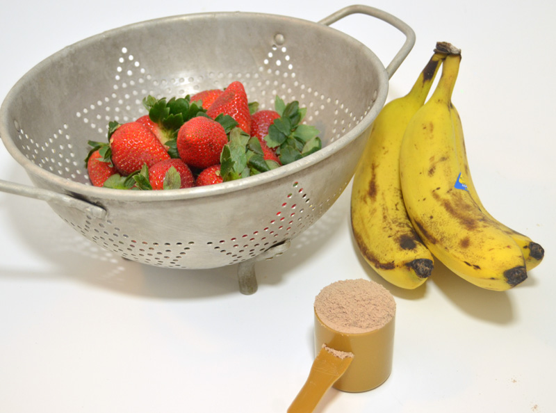 ingredients-for-chocolate-strawberry-protein-smoothie
