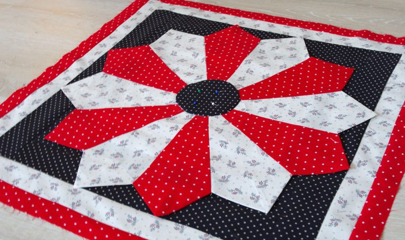 Dresden Plate Quilted Wall Hanging
