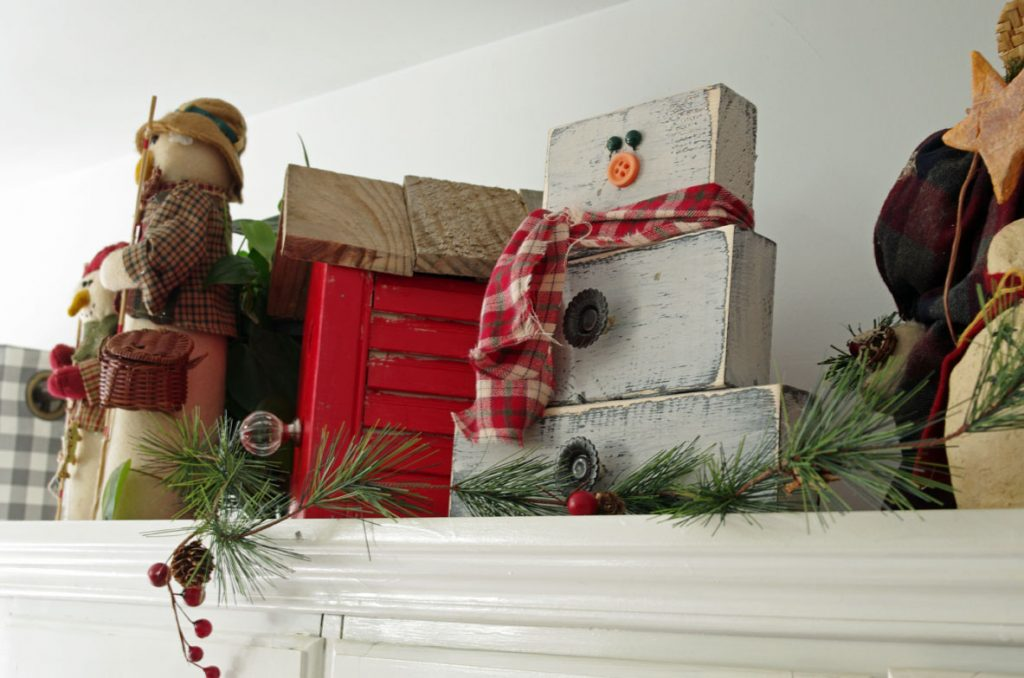 How to Make Primitive Wooden Snowman made with wood scraps