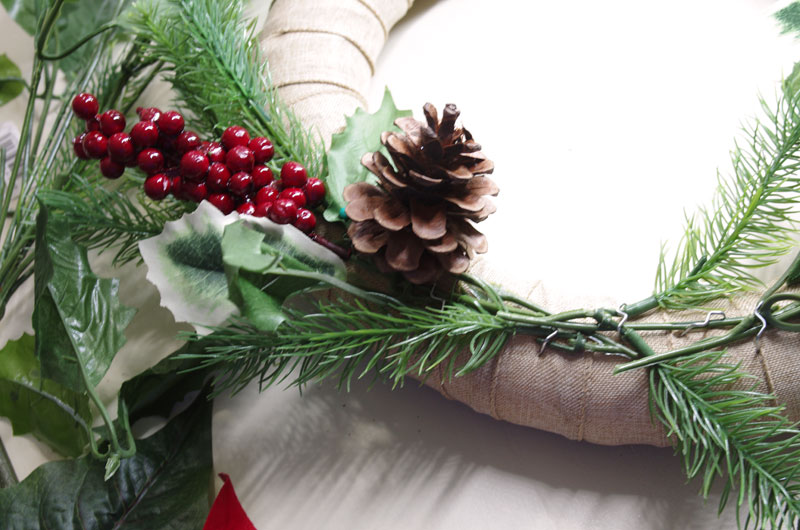 How to make a pretty Christmas wreath