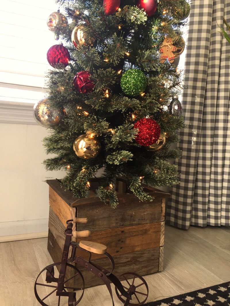Pallet Wood Christmas Tree.How To Make A Christmas Tree Box Create And Babble