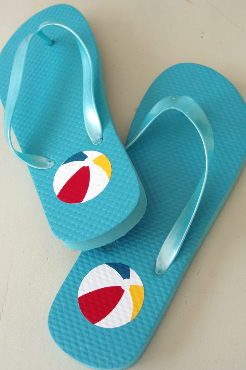 f980bd55e55d83 How to Apply Heat Transfer Vinyl (HTV) to Flip Flops - Create and Babble