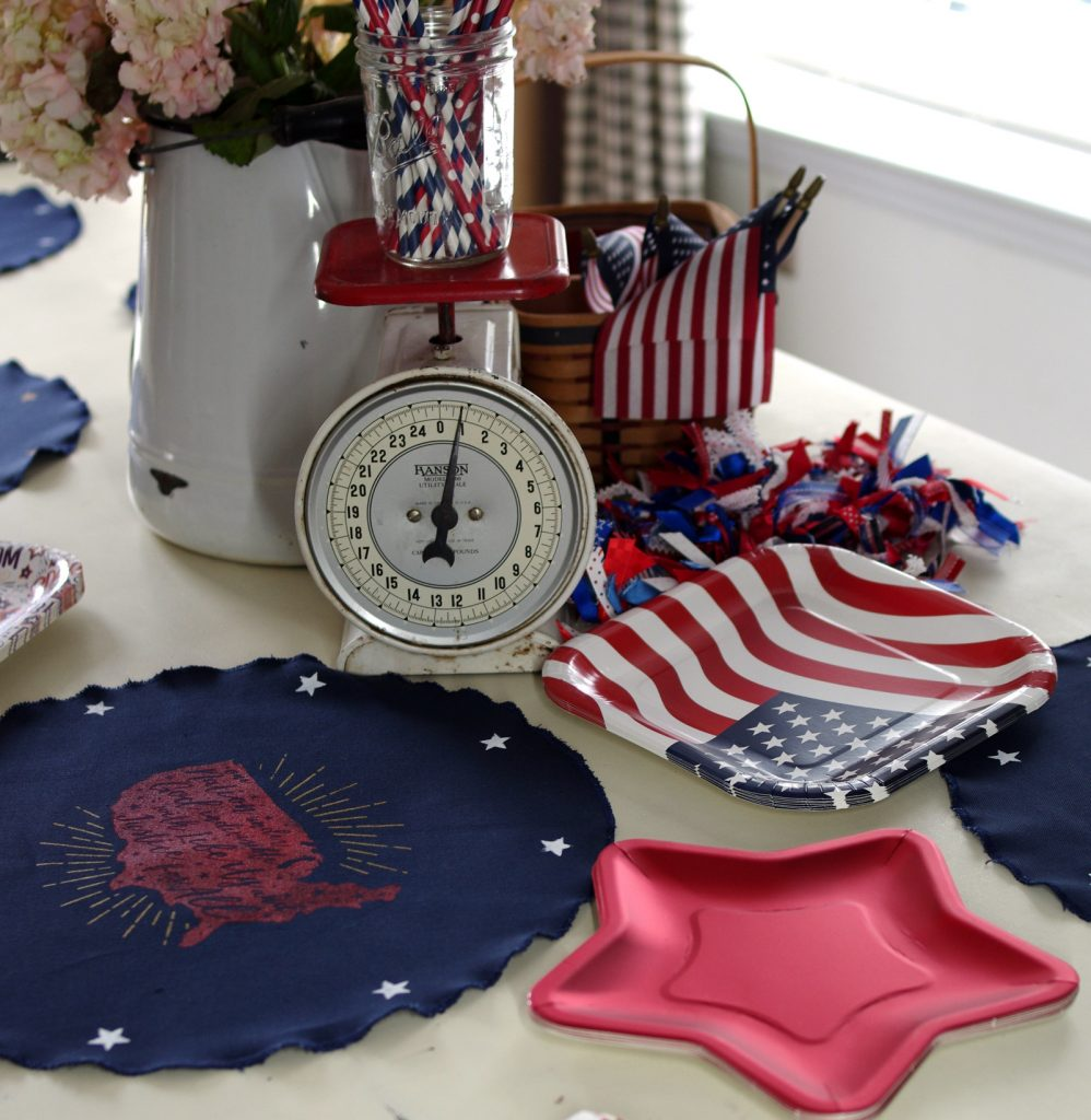 How to make Americana placemats with Chalk Couture
