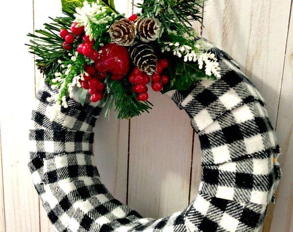 Easy to Make Buffalo Check Christmas Wreath