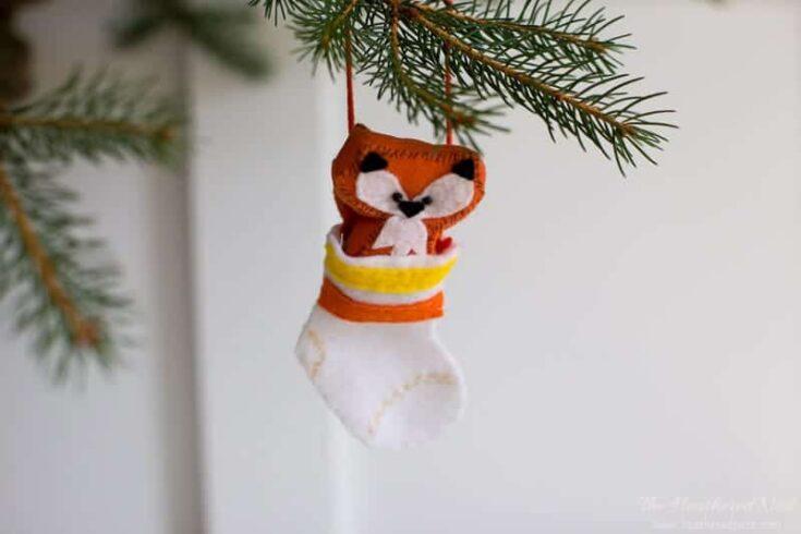 "Adorable DIY ""fox in socks"" felt fox ornament for the tree!"