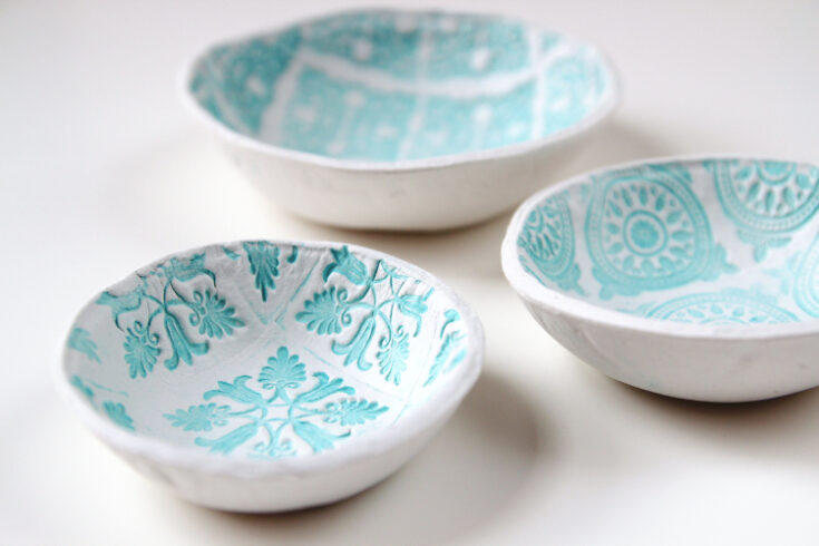 MAKE YOUR OWN DIY STAMPED CLAY BOWLS USING AIR DRY CLAY.